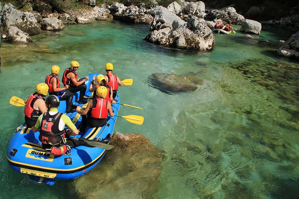 Varen rafting spust, reka Soča, Bovec, Slovenia